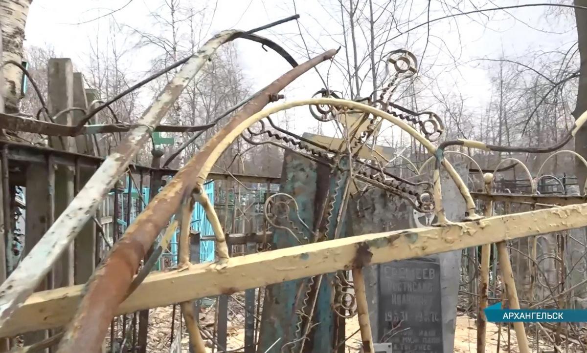 Вандализм по контракту: в Архангельске при попустительстве городской администрации осквернили могилы на старинных кладбищах